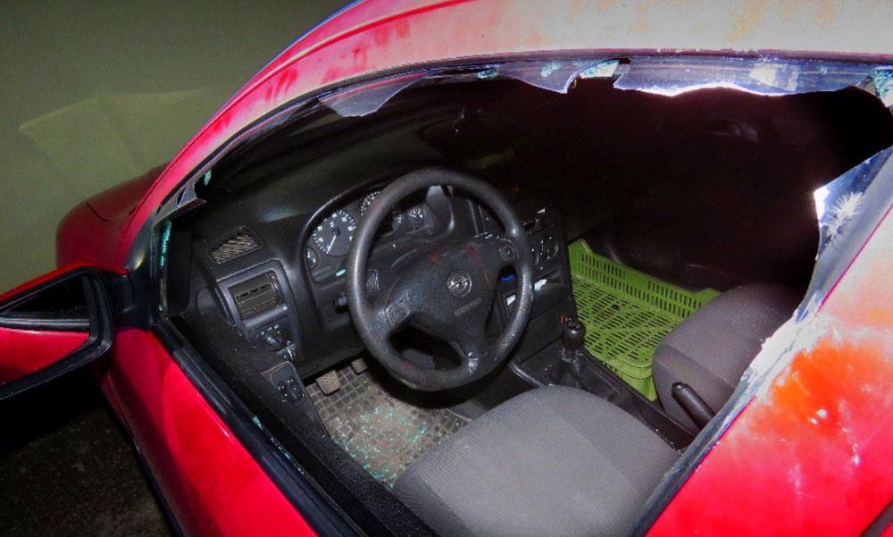 Brutális pizzarendelés: szétverte az autót és majdnem a futárt is az ügyfél