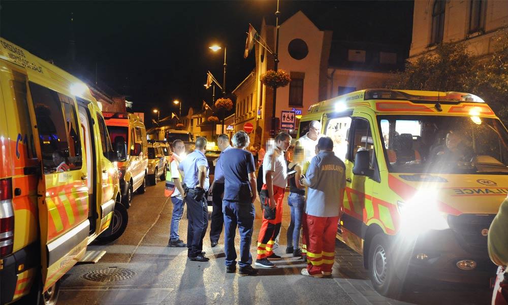 Karókkal vertek mindenkit a gödöllői bárban, brutális tömegverekedéshez riasztották a rendőrséget.