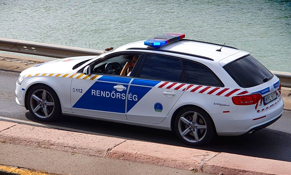 Autós üldözés Budapesten, két kerületen át hajszolták a szökevényt a rendőrök