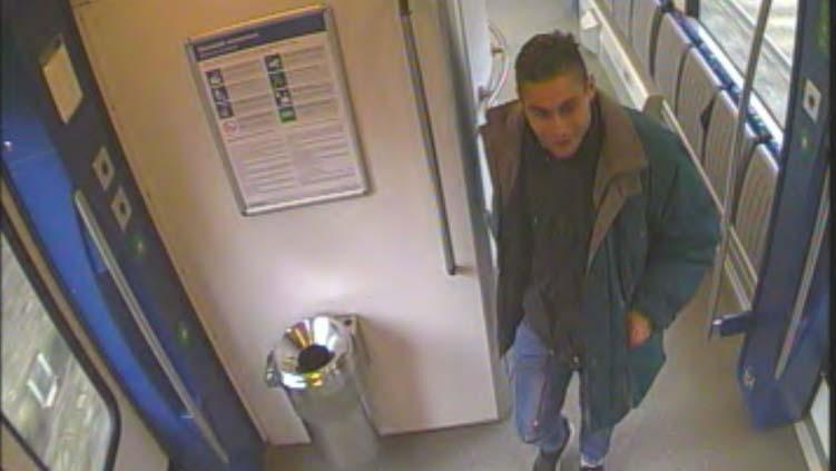 Undorító ocsmányságot követett el a férfi a győri vonaton, keresi a rendőrség