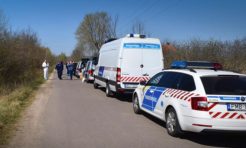 A rendőrök leintették az autót, gyorsan megpróbálták az utasok kidobálni a kábítószert