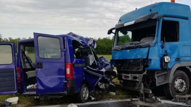 Előzés közben ütközött össze a Balatonnál a munkásokat szállító kisbusz – részletek az öt áldozatot követelő balesetről