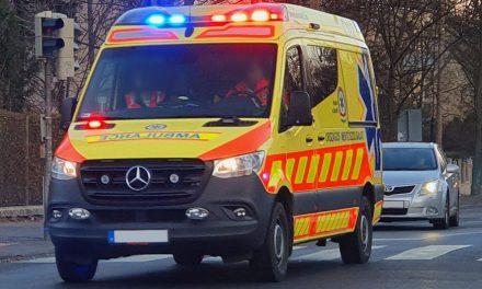 Salétromsav ömlött az útra: két mentős sérült meg