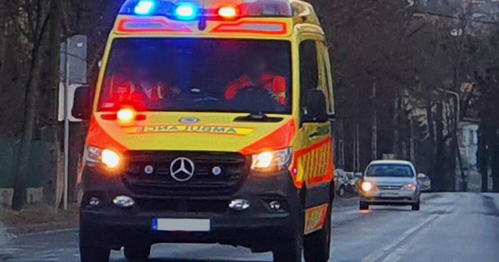 Bedrogozva támadt a rajta segítő mentőápolóra ez a férfi – A mentősnek a bordája is eltört