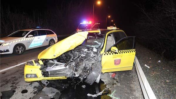 Nem kért bocsánatot a gyászoló családtól a bedrogozott, jogosítvány nélkül száguldozó taxis
