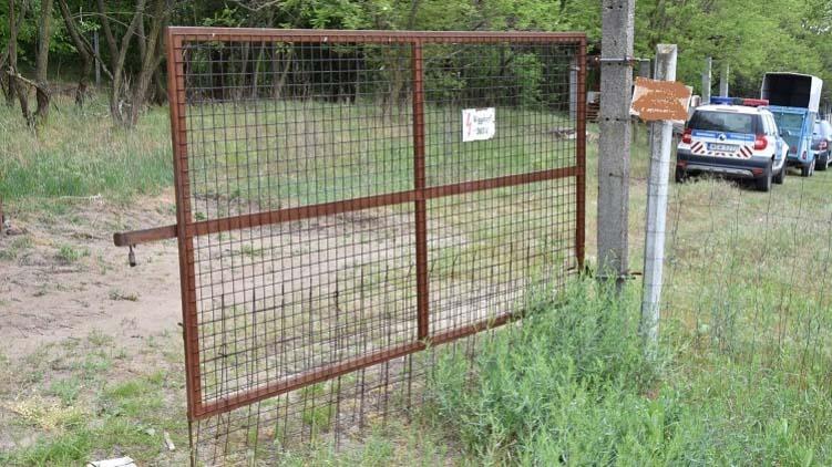 Egy tanyán ásta el áldozatát a férfi, előtte súlyosan bántalmazta ismerősét