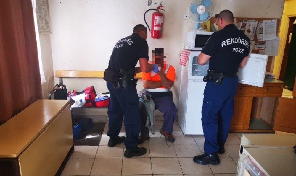 Levágta az ujjait a mozdony ajtaja, egy rendőr segített neki