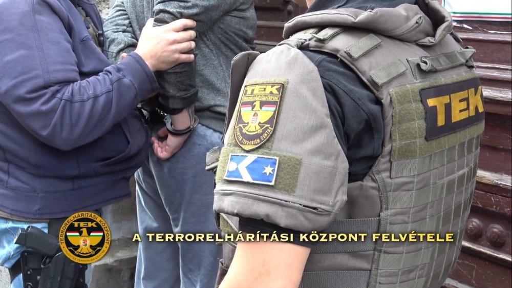 A 14 éves fiú úgy tett, mintha terrorista lenne – elfogták a TEK kommandósai