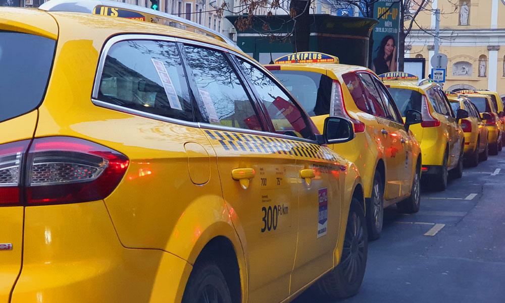 Taxisra támadtak Budapesten – Késsel követelték a pénzét és a telefonját