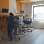 Egy kisfiút találtak a miskolci babamentő inkubátorban