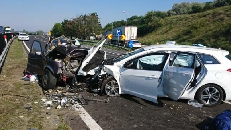 Egy házaspár halt meg az M1-es autópályán történt balesetben