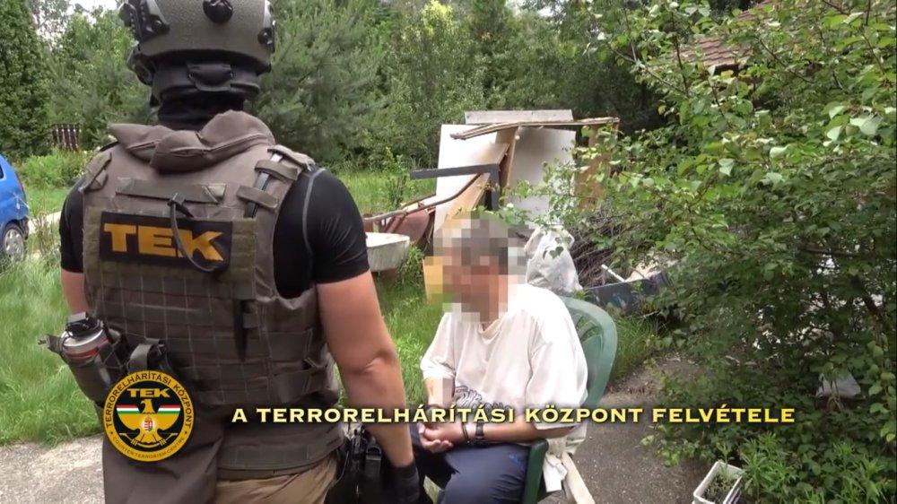 Lecsapott a TEK a drogkereskedőkre, 5 kiló heroint találtak a hátsó kertben elásva