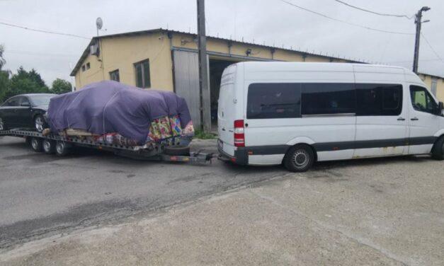 Négy tonnányi túlsúllyal közlekedő horrorkaravánt kaptak el a rendőrök