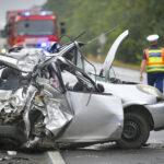 Tragédia az úton: Összeütközött a Toyota a kamionnal, alig maradt belőle valami