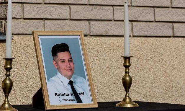 Előszületésnapi bulija után halt meg édesanyja autójában a 14 éves Kristóf, a jármű egy villanyoszlopnak csapódott, a sofőr részegen vezetett