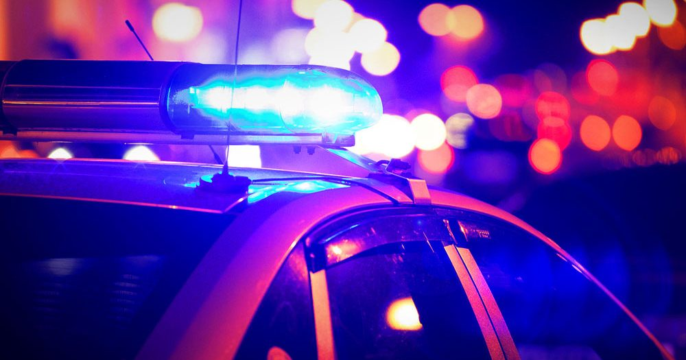 Közel 50 méteren át vitte a motorháztetőn az elütött közterület-felügyelőt – A 22 éves sofőr ezután elhajtott a helyszínről