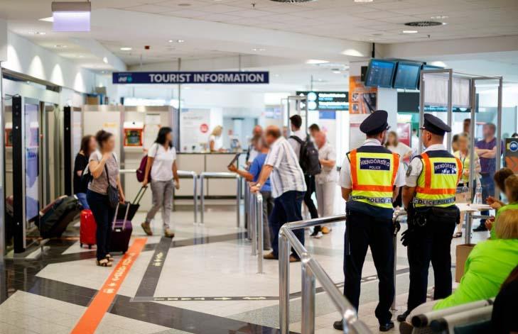 A gyomrában akart drogot csempészni egy férfi a Liszt Ferenc Nemzetközi Repülőtéren