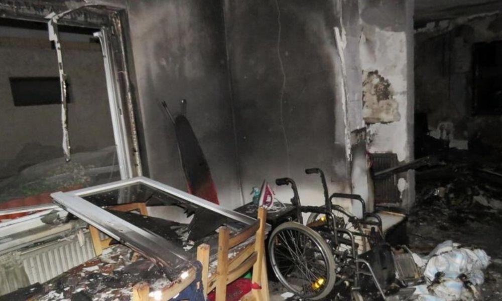 Mozgásképtelen párjára gyújtotta házukat egy mányi nő, letartóztatták