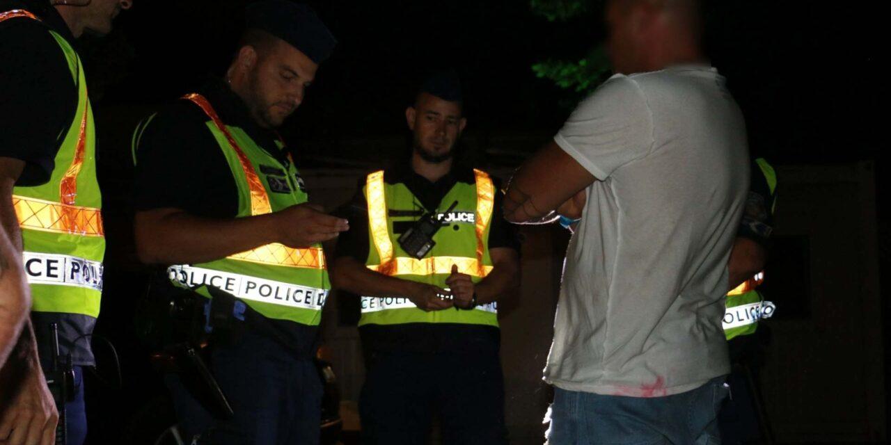 Razzia Siófokon: 100 rendőr csapott le a Balaton parti bulinegyedre