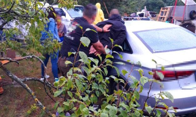 Rajtaütés: Meglepték a drogdílerteket a kommandósok, Audihoz nyomták a rosszfiúk fejét a rendőrök