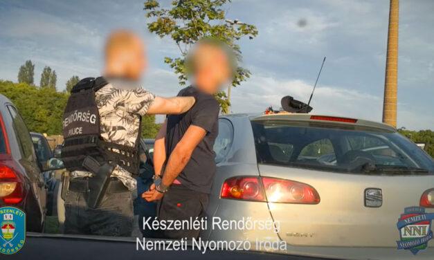 Betépve vezetett, kábítószert találtak az autójában