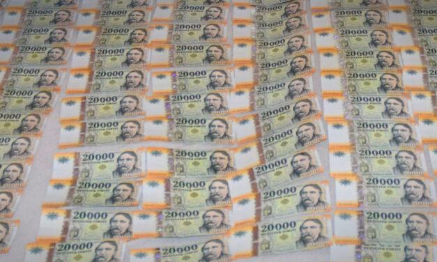 Illegális pénzváltókat fogtak el a rendőrök Nagykanizsán, akiknél 100 millió forintnál is több készpénzt találtak