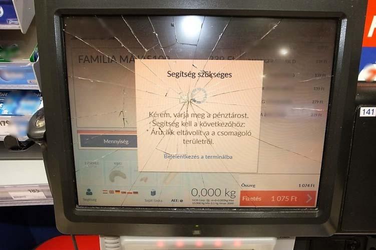 Szétverte az önkiszolgáló kasszát egy férfi Debrecenben, mert a gép apróba adta neki a visszajárót