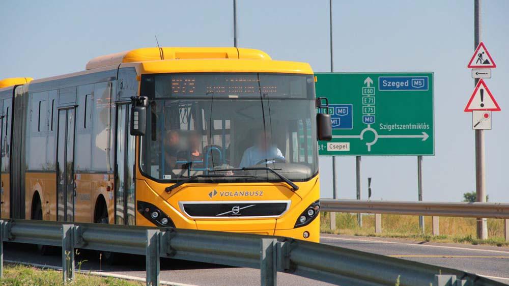 """""""Ekkor már érzékeltem, hogy zavart"""" – rosszul lett a buszsofőr, egy szolgálaton kívüli rendőr mentette meg az utasok életét"""