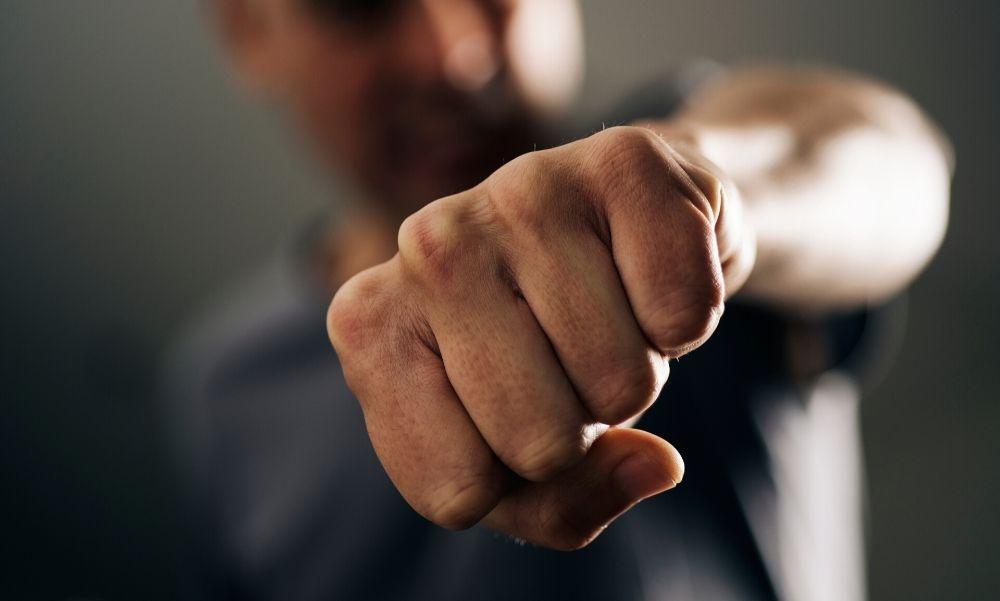 """""""Fejszével foglak megölni téged és a nődet"""" – mondta a férfi, aki megtámadott egy nőt Farmoson"""