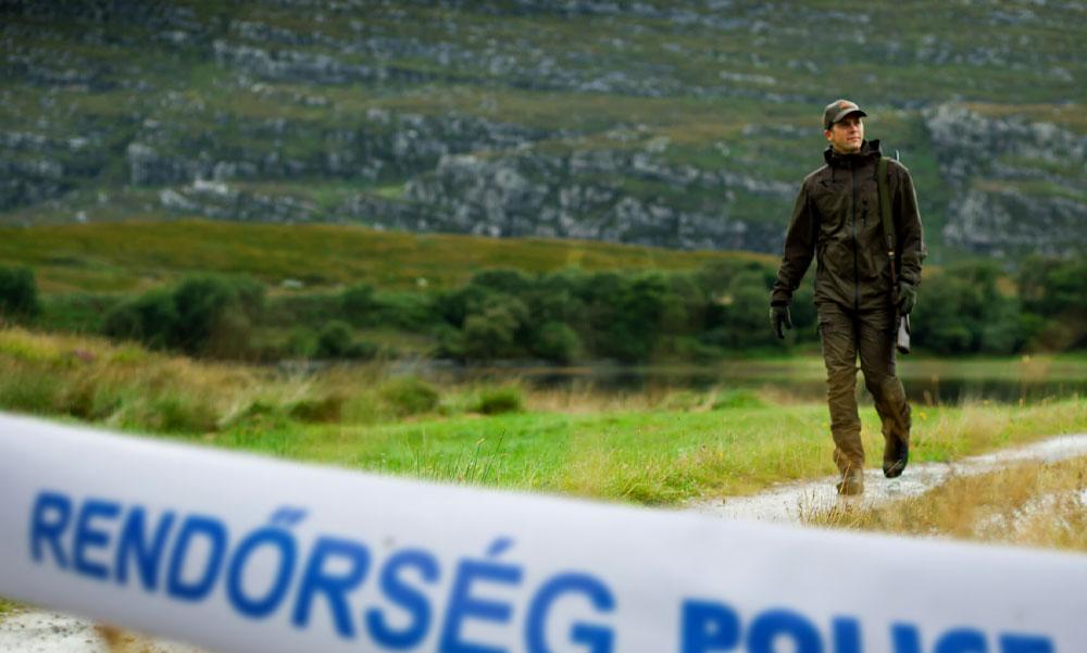 Meglőtte a rendőr a vadászt: véletlenül húzta meg a ravaszt, az ablakon keresztül érte a férfit a halálos lövés