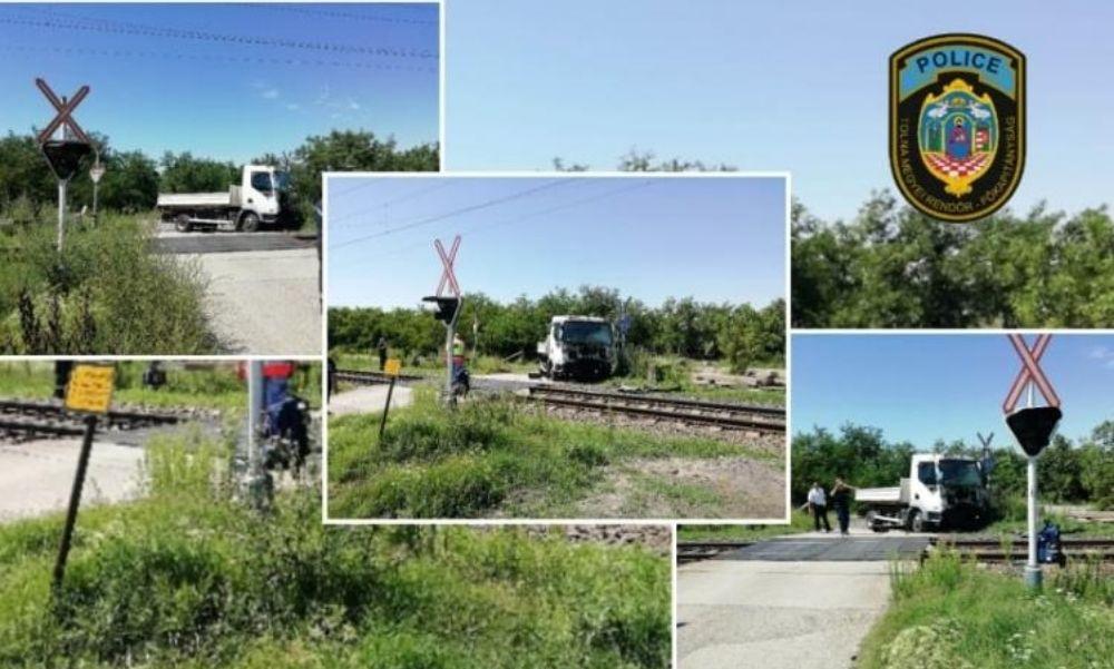Kisteherautó és vonat ütközött össze Simontornyánál – Egy ember súlyosan megsérült