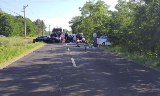Három autó ütközött, egy kisgyereket mentőhelikopter szállított kórházba