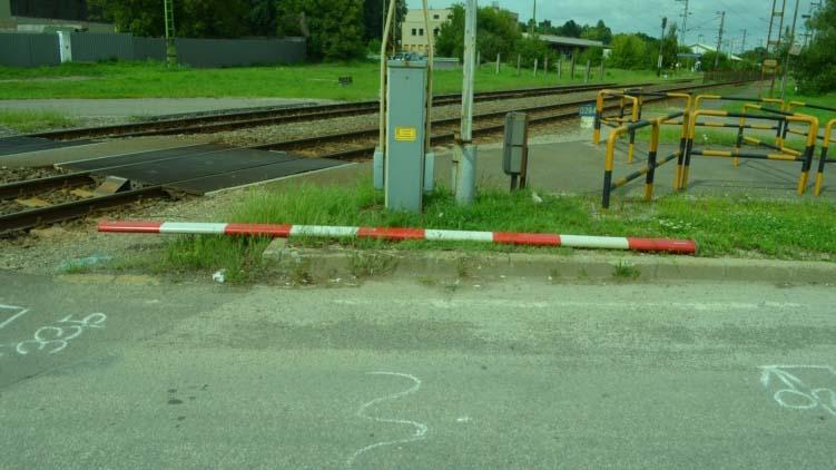 Felhívás – A rendőrök azt a rongálót keresik, aki autójával letörte a félsorompót Kaposváron.