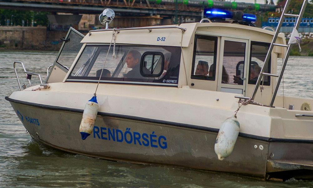 Valóságos csoda a Dunán, halottnak hitték az M0-ás hídnál sodródó férfit, de amikor kiemelték megmozdult