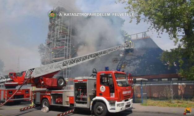 Óriási lángokkal égett egy templom Pesterzsébeten
