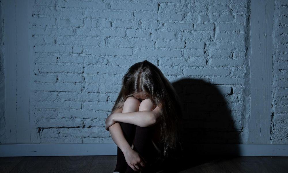 Saját apjától szült gyermeket a 14 éves szabolcsi lány: anyja elhagyta a 6 gyermekes családot, szerelmes lett egy másik férfiba