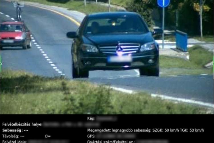 A megengedett sebesség több mint duplájával közlekedett egy autós, a traffipax előtt
