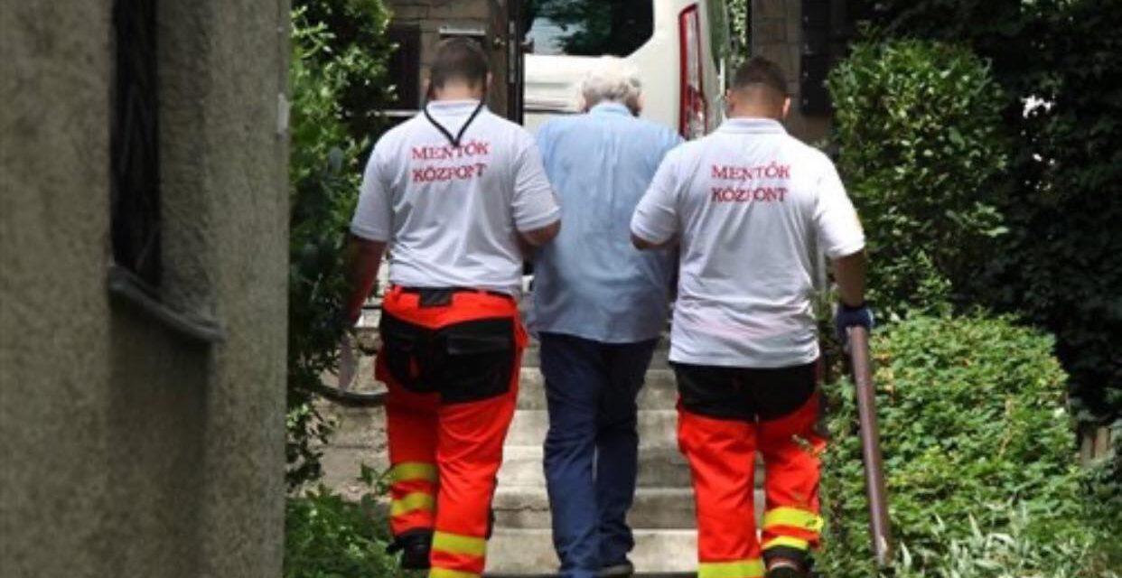 A mentősök buktatták le szerelme előtt az idős bácsit: ezért titkolózott élete párja előtt a 75 éves férfi