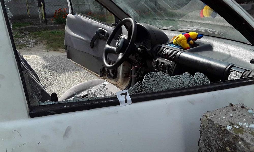 Ellopták és szétverték az autót a fiatal srácok, aztán szelfiztek egyet rajta