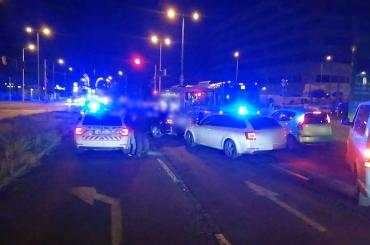 Átrendszámozta taxiját a betörőpáros sofőrje – a budapesti rendőrök fél órával egy betörést követően ütöttek rajta a trión – videó