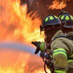 Szörnyű tragédia: Míg a kismama a szült, leégett a nyolcgyermekes szabolcsi család háza