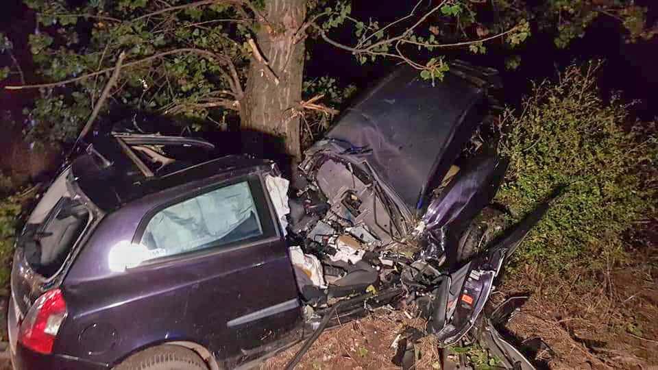 Tragikus baleset Adácsnál és Tököl közelében, Cegléd és Abony között vonat elé hajtott egy autó
