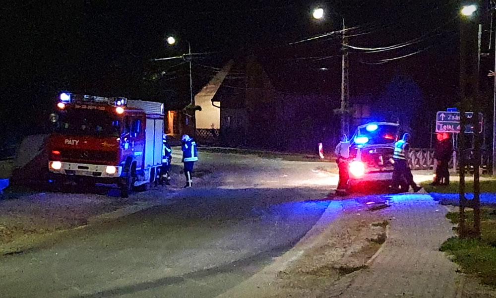 Elmenekült a sofőr, aki az autójával belecsapódott egy gyerekekkel teli Audiba Pátyon, kommandósok fogták el a helyi trafikban