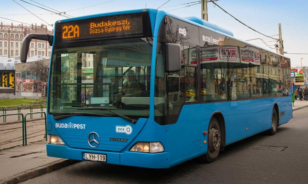 Így őrjöngött a buszon egy utas, aki nem volt hajlandó maszkot viselni – videó