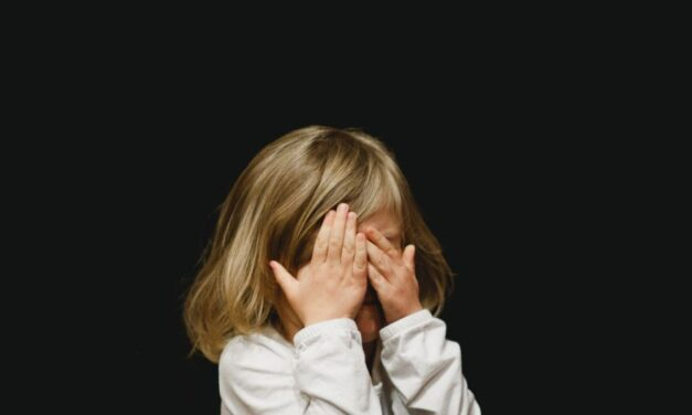 Veréssel fenyegette a szomszéd gyerekeket egy nő Taktaharkányban: zaklatás miatt kell felelnie