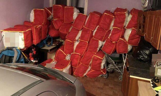 Több százezer forintért adtak el olcsó paplanokat időseknek: elfogták a házalókat