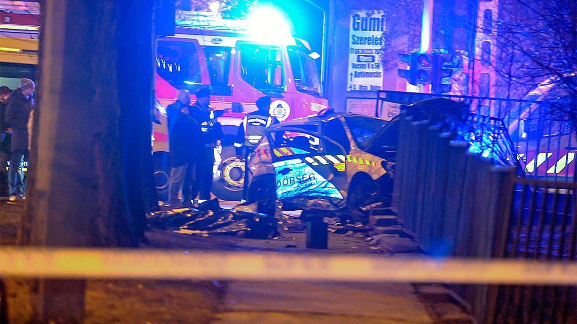 70-el száguldott bele a pirosba a rendőrautó: meghalt egy őrmester, hárman pedig megsérültek