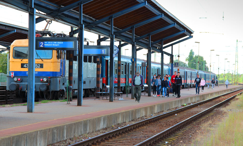 Takarítás közben gázolt el a vonat egy 66 éves nőt: az asszony a helyszínen meghalt