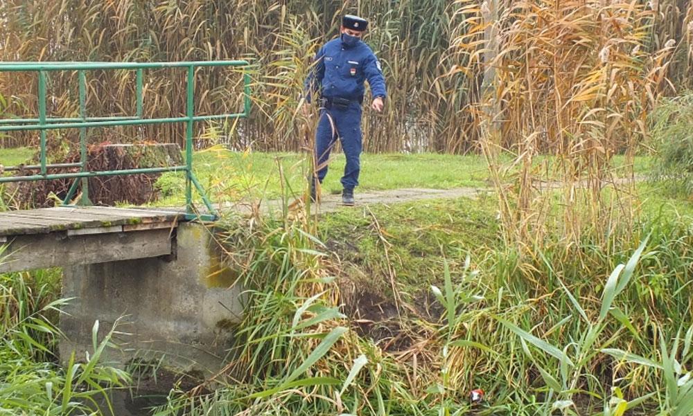 Dermesztően hideg vízbe esett a bicikliző kislány, egy rendőr mentette meg az életét