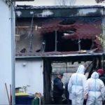 Meghalt egy házaspár, miután rájuk gyújtotta a házat egy férfi: a 12 éves unokájukat a tűzoltók hozták le a tetőről